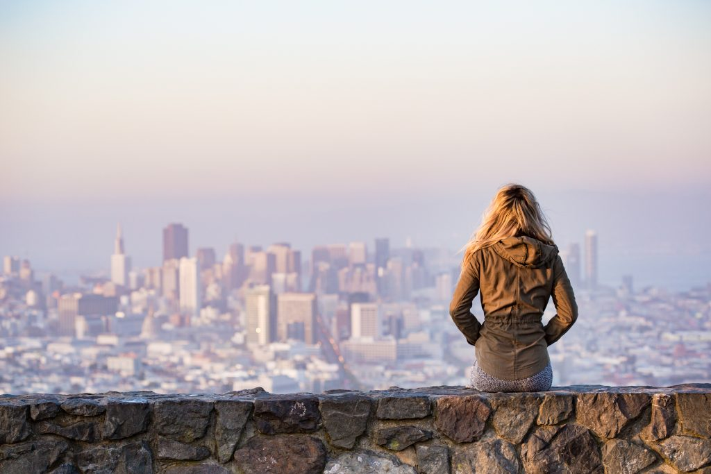 young-girl-enjoying-moment-and-looking-over-the-city-of-san-francisco-picjumbo-com